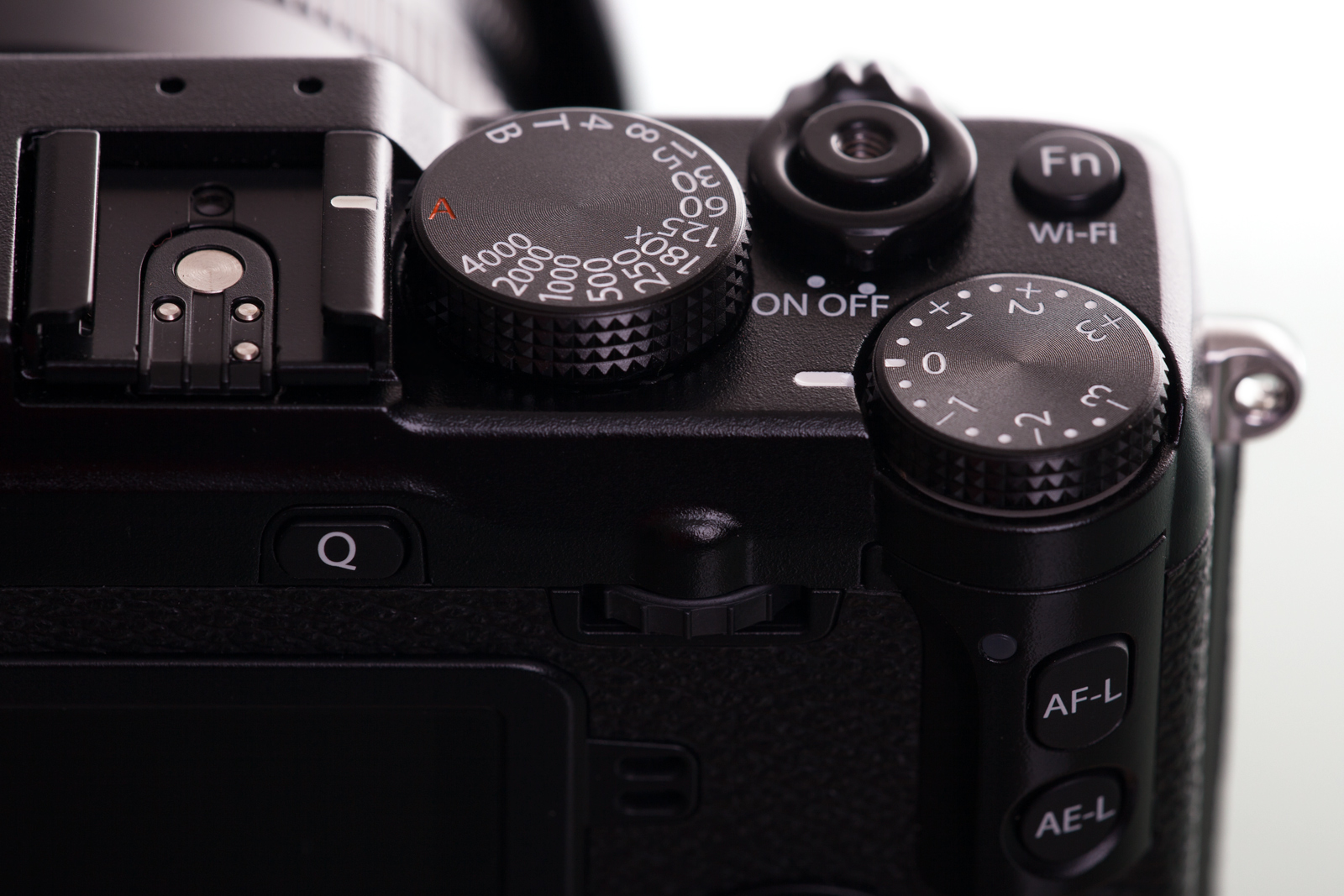 Hands On Review Fujifilm X E2 E3 Kit Xf 18 55mm F 28 4 R Lm Ois Silver Fuji Top Dials Shutter Speed The Left Exposure Compensation Right F28
